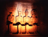 """""""نيوزويك"""" تبرز العثور على أجزاء من تمثال رمسيس الثانى فى أسوان"""