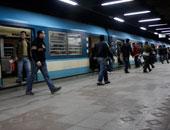 تكدس المواطنين بمحطات مترو الأنفاق هربا من مياه الأمطار