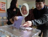 الناخبون الأتراك يتوجهون لمراكز الاقتراع لانتخاب رئيسهم للمرة الأولى