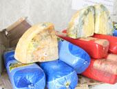"""إعدام 245 كيلو أغذية فاسدة أمام مدارس مركز """"سنورس"""" بالفيوم"""