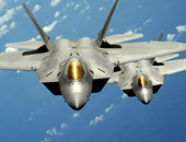 طائرة حربية روسية تعترض مقاتلة إف-22 أمريكية فى سماء سوريا