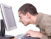 عزيزتى المرأة.. كيف تصرفين زوجك عن الجلوس طويلاً أمام الكمبيوتر؟