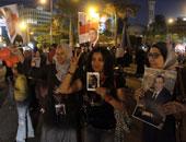 """وقفة لأبناء مبارك أمام دار القضاء أثناء جلسة الحكم بقضية """"قتل المتظاهرين"""""""