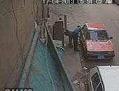 سقوط عاطل أثناء سرقة محتويات سيارة بالأميرية ويعترف: سرقت عربيتين غيرها