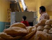 """قصة رغيف الخبز """"قوت الغلابة"""".. الدولة تستهلك 9.7 مليون طن من القمح سنويا منها 6 ملايين يتم استيرادها من الخارج.. المخابز تنتج 270مليون رغيف يوميا وحوالى 100مليار سنويا.. والوزن الصحيح للخبز من 100 إلى 110جرامات"""
