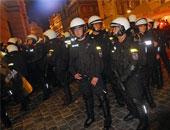 القبض على ثلاثة بولنديين بتهمة زرع متفجرات تحت سيارتى شرطة