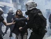 تعذيب معارضة تركية باستخدام الكلاب البوليسية لمعارضتها أردوغان
