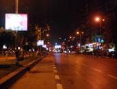 شاهد مطاردة بين 3 شباب وقائد سيارة صدم مواطنا في شارع جامعة الدول العربية