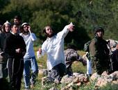 مستوطنون إسرائيليون يرشقون سيارات الفلسطينيين بالحجارة بنابلس وشرق الخليل