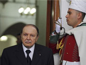 الرئيس الجزائرى يدعو السياسيين إلى الالتفاف حول مؤسسات الدولة ودعمها