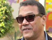 بالصور.. رئيس الإنتاج الثقافى يتفقد الهناجر بصحبة توفيق عبد الحميد