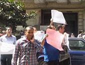 """حملة الماجستير والدكتوراه ينظمون وقفة أمام """"المحامين"""" للمطالبة بالتعيين"""