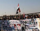 مشادات كلامية بين مؤيدى مبارك وأهالى الشهداء