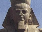 قبل إزاحة الستار عنه.. تمثال رمسيس الثانى بأخميم وزنه 45 طنا وطوله 15مترا