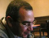 وصول أسرة أحمد خالد توفيق لمستشفى عين شمس التخصصى