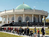 إقالة إمام مسجد بعدما حث رئيس اوزبكستان على السماح بالحجاب واللحى