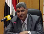 وزير سابق للقوى العاملة يقدم للشباب روشتة تجنب أخطاء توقيع عقد العمل