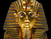 """مصدر بالمتحف المصرى:استخدام مواد غير ملائمة فى ترميم قناع """"آمون"""" يشوهه"""