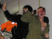 صحيفة بريطانية: إسرائيليون يضربون جنديين يهوديين بسبب ملامحهما العربية