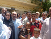 وكيل وزارة الصحة بالفيوم ينقل طبيبة لعدم تواجدها بمستشفى إبشواى أثناء مروره