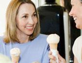 استخدام الملعقة فى تناول الأيس كريم والعصائر المثلجة يحميك من الصداع