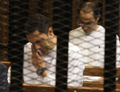 """مصادر قانونية: علاء وجمال مبارك يعودان للسجن لاستكمال عقوبة """"قصور الرئاسة"""""""