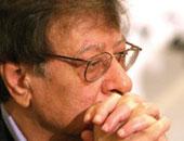 لن تمروا.. نقرأ معا قصيدة الأرض لـ محمود درويش