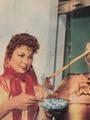 """بالصور.. نجوم لكن بسطاء.. الفول الوجبة المفضلة للعندليب عبد الحليم حافظ.. وبرلنتى عبد الحميد تحرص على تناوله من البائعة.. وليلى طاهر تعده من """"القدرة"""" بنفسها"""