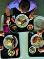 """""""ديلى ميل"""": تناول الطعام بمقر العمل يعرضك للإصابة بالسمنة"""