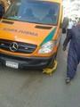 """تداول صورة لسيارة إسعاف """"مكلبشة"""" لوقوفها فى مكان مخالف"""