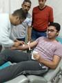 مواطن سيناوى أثناء التبرع بالدم