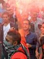 """""""الوايت نايتس"""" يشعلون الشماريخ بجامعة القاهرة ويهتفون ضد الداخلية"""