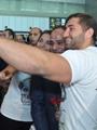 سيلفى الرئيس السيسى مع السياح بمطار الغردقة الدولى