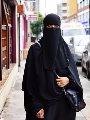 بريطانية ترفع دعوى قضائية ضد مدرسة لمنعها من التواجد فى مقرها بالنقاب