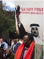 المئات من المتظاهرين ضد إرهاب قطر