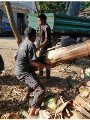 عمل من مخلفات الموز قماش.. شاب قناوى نقل تجربة شرق آسيا وفتح خط إنتاج مصرى
