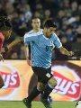 كوميديا سواريز..  يطالب الحكم باحتساب ضربة جزاء على حارس لمس الكرة بيده