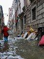 الفيضانات تغرق مدينة البندقية فى إيطاليا والسكان يعربون عن غضبهم