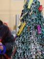 """أغرب شجرة كريسماس.. مطار فى ليتوانيا يزين """"شجرة عيد الميلاد"""" من المصادرات"""