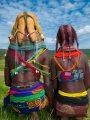 روث البقر على الشعر.. طريقة نساء قبيلة مويلا فى أنجولا لتزيين شعرهم وإعلان الحداد