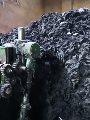 بيزنس تدوير النفايات الطبية الخطرة لتصنيع الملابس خطر على صحة المواطنين.. شرطة البيئة تضبط 166 طن مخلفات مستشفيات مدممة بـ 7 مصانع.. وتحريز نفايات بطاريات كهربائية.. مسئولة جهاز شئون البيئة: تسبب السرطان