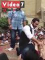 """بالفيديو..محبو تامر حسنى يحاولون جذبه من المسرح..والنجم:""""سيبوا البنطلون"""""""