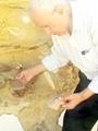 بالمستندات.. رهبان الدير المنحوت بالفيوم يعترفون بالتنقيب عن الآثار.. أكدوا عثورهم على مغارات ومخطوطات نادرة دون إذن الدولة.. وخطابات خطية لهم كشفت وجود 16 مغارة أثرية بالدير وحفريات نادرة