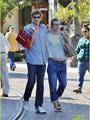 بالصور.. ميلا جوفوفيتش وبول أندرسون يتسوقان فى لوس أنجلوس