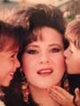 """تداول صورة نادرة لـ""""دنيا وإيمى"""" سمير غانم أيام الطفولة مع والدتهما"""