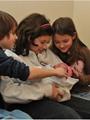 أطفال يستقبلون إخواتهم لأول مرة