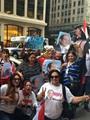 المصريون يستقبلون السيسى فى نيويورك بأعلام مصر وصوره