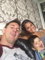 """ميسى ينشر صورة سيلفى بصحبة عائلته على الـ""""فيس بوك"""""""