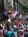 """تظاهر معلمين بالجيزة أمام """"التعليم"""" تأييداً لحرق كتب مدرسة فضل الإخوانية"""