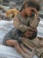 أب يصيب ابنه بعاهة لإجباره على التسول.. والطفل: بابا قالى دى هتكسبك دهب